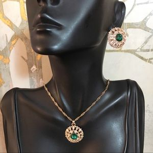 Jewelry - Green Gold Crystal Necklace Set